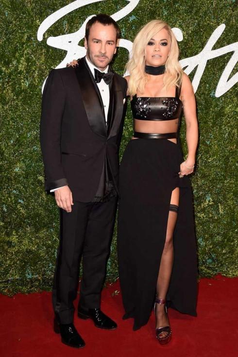 Nhà thiết kế nổi tiếng Tom Ford và Rita Ora trong trang phục của Tom Ford