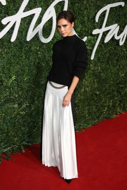 Victoria Beckham với bộ váy mang thương hiệu của mình