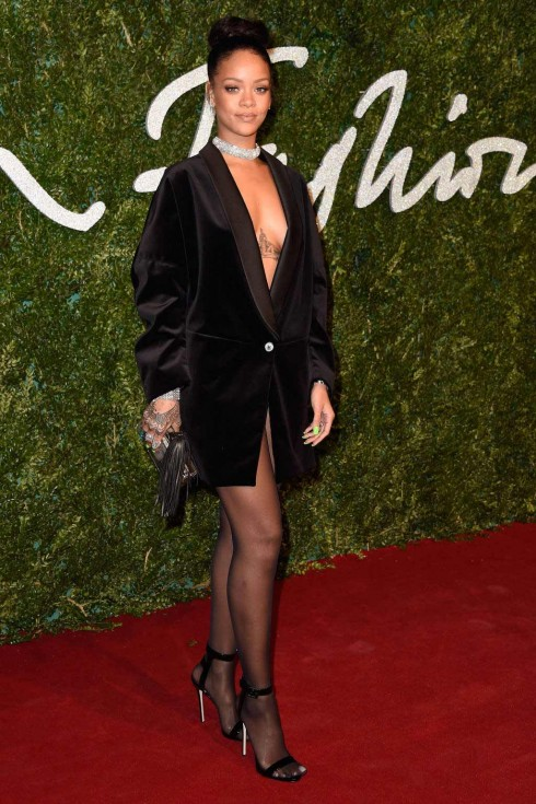 Rihanna với Stella McCartney