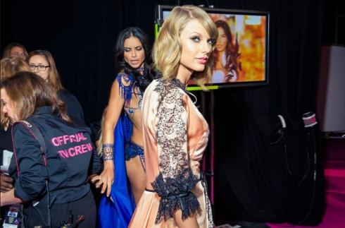 Taylor Swift chuẩn bị cho lần thứ hai xuất hiện tại Victoria's Secret Fashion Show