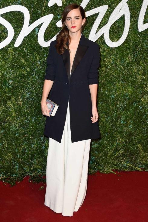 Emma Watson diện jumpsuit của Misha Nonoo, áo jacket Dior, giày Christian Louboutin và clutch Anya Hindmarch.