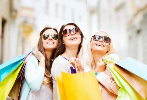 Các trung tâm mua sắm nắm rất rõ những nguyên tố chi phối quyết định mua hàng này của khách.