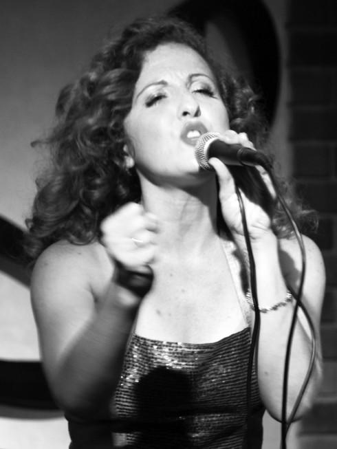 ellevn Jazz Diva Kristen Rossi - Metropole Hanoi