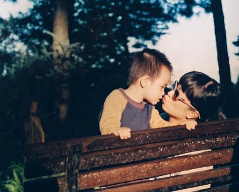 Mẹ và em bé, người đã cho cả gia đình cơ hội được thấy lại lần đầu
