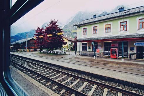 Nhà ga nhìn ra một không gian như ở... thế kỷ khác