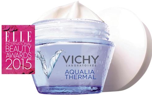 <em>Kem dưỡng:</em> <br> <strong>VICHY – Aqualia Thermal Cream</strong> <br> Bạn uống quá nhiều cà phê và lại còn thiếu ngủ?  Không sao, hũ kem dưỡng ẩm này của Vichy có thể  làm cho những làn da mệt mỏi nhất trở nên mượt  mà, căng mọng. Kem đặc nhưng ở dạng gel nhẹ  nhàng cung cấp độ ẩm cho da suốt 48 giờ. Và giá cả  lại vô cùng dễ chịu.