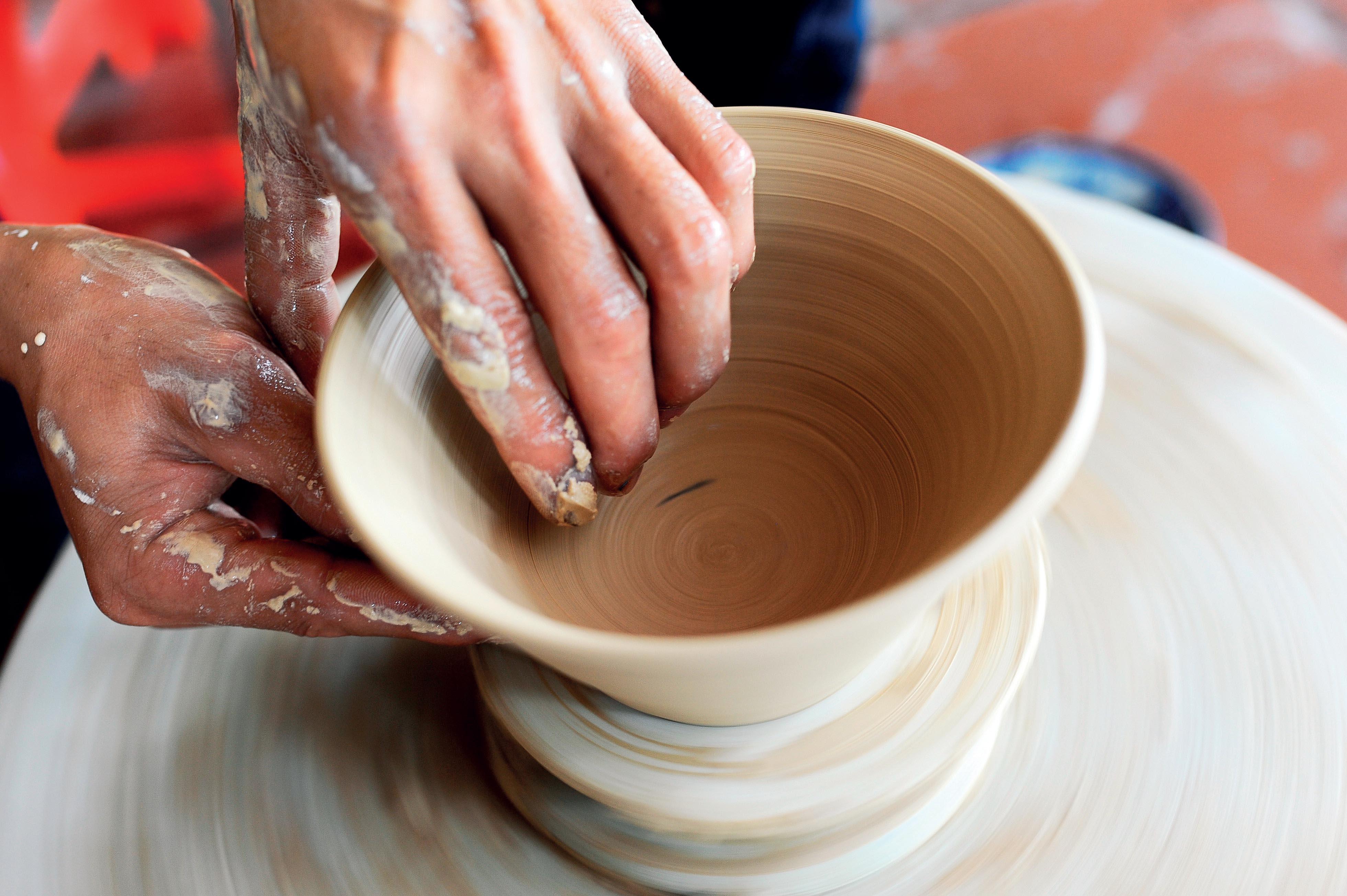 Cận cảnh làm gốm ở Bát Tràng