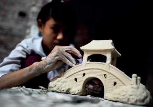 Tình yêu, sự gắn bó với gốm vẫn được truyền từ thế hệ này sang thế hệ khác ở Bát Tràng.