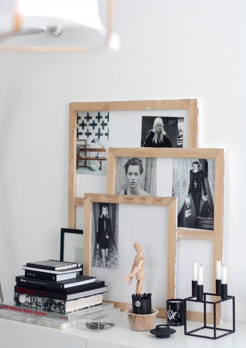 Desiree tạo sự thân thiện cho phòng khách bằng khung tranh gỗ tự nhiên và những tấm hình mà cô yêu thích.