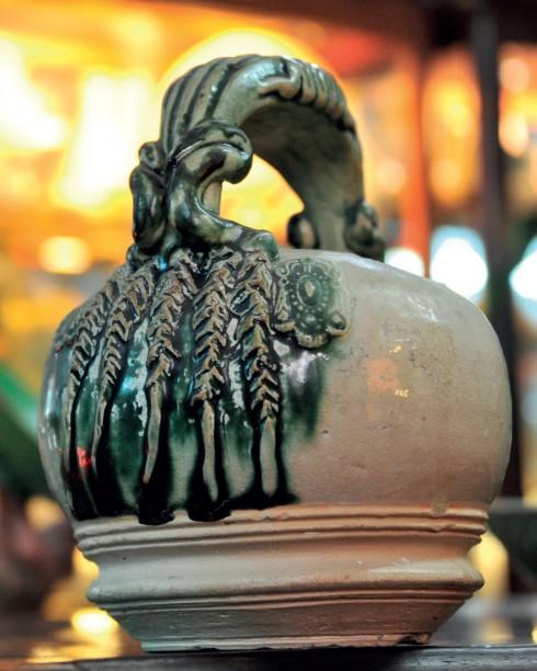 Bình vôi gốm cổ vẩy men lục thời Lê sơ (1428 – 1527)