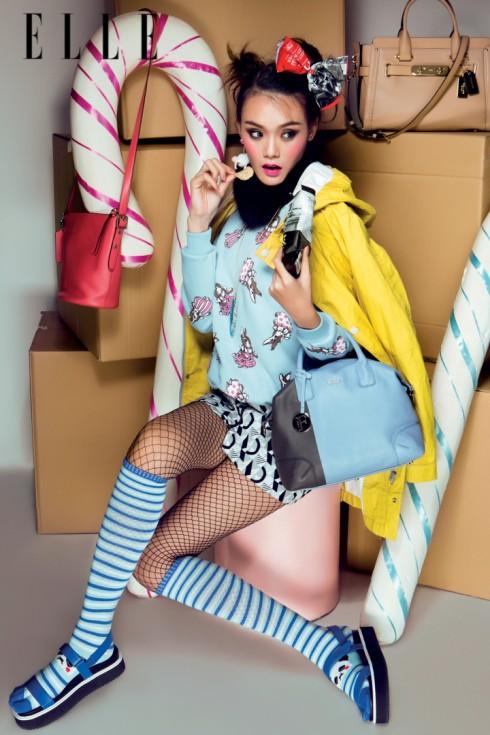 Túi xách hồng, kem COACH <br>Túi xách xanh da trời FURLA <br>Sandals CHARLES &amp; KEITH <br>Hoa tai ETHOPHEN Áo sweater NANDA Chân váy TOPSHOP Áo khoác SISLEY