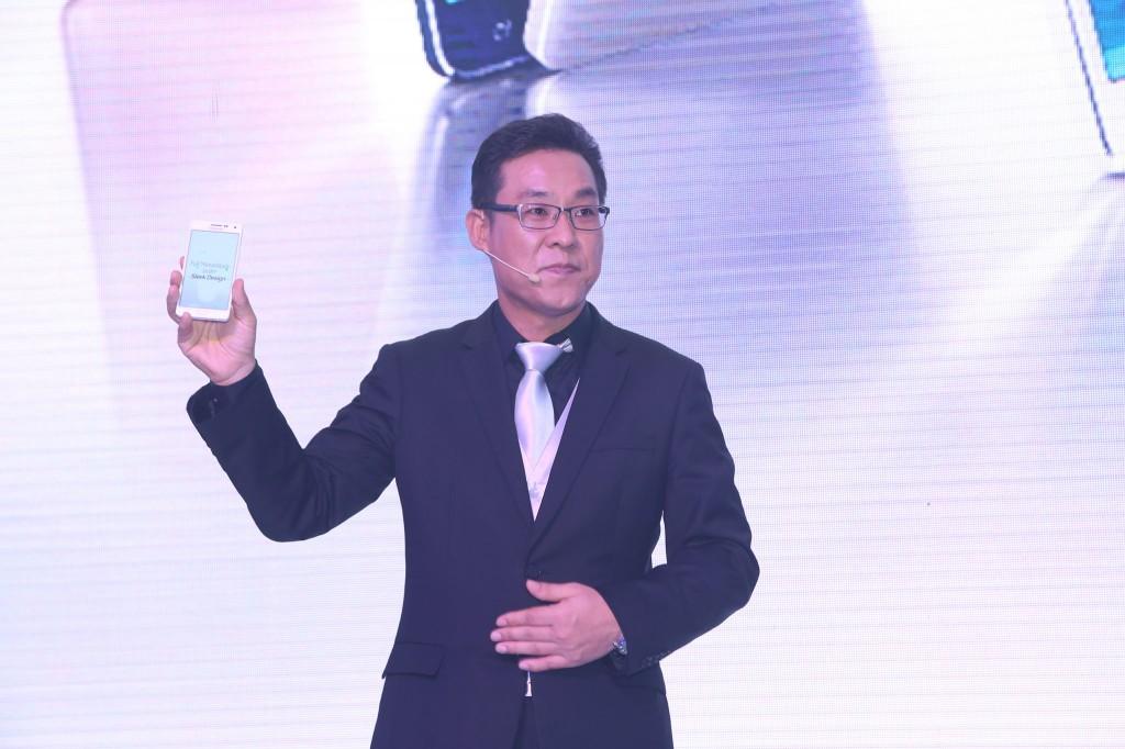 Ông Kim Cheol Gi, tổng giám đốc công ty điện tử Samsung trong sự kiện ra mắt Galaxy A