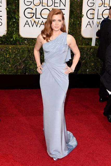 Amy Adams trong trang phục Versace