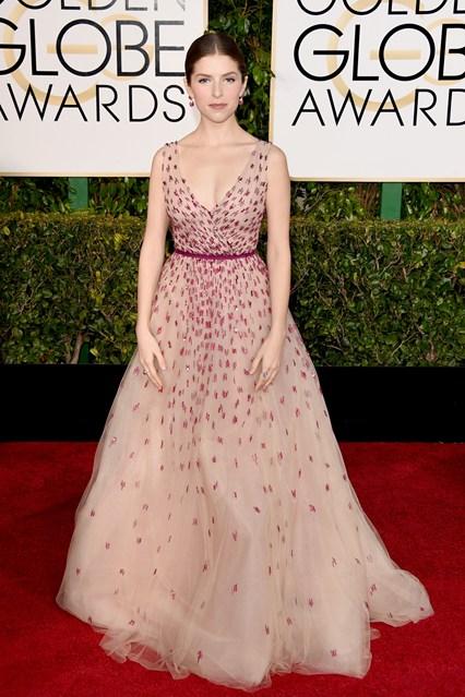 Anna Kendrick trong bộ váy của Monique Lhuillier