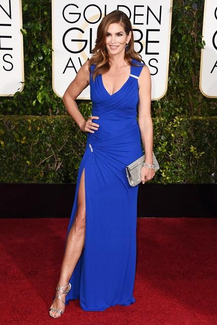 Cindy Crawford trong bộ váy xanh của Versace