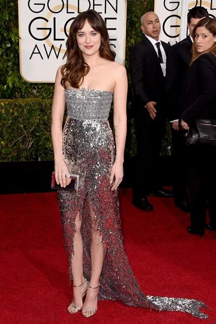 Dakota Johnson trong trang phục Chanel