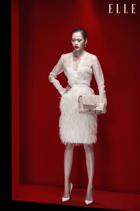 Trang phục Lâm Gia Khang, Vòng cổ, Hoa tai Swarovski, Giày Christian Louboutin, Túi Versace