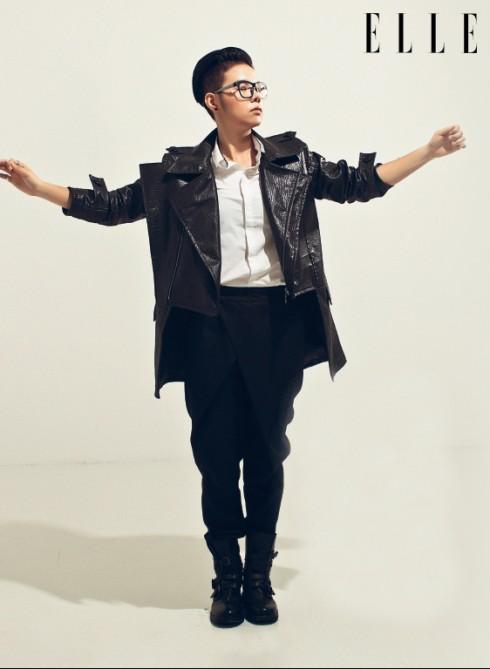 Album Giải mã là album đầu tay của giọng ca bước ra từ The Voice gồm 9 sáng tác được viết và thể hiện bởi chính Vũ Cát Tường. Ngoài những bản hit đã làm nên tên tuổi của cô trong một năm qua như Vết Mưa, Yêu xa, Đông… Giải mã còn có những bài hát lần đầu trình làng mang phong cách Pop Rock, R&B. Album được sản xuất bởi producer Huy Tuấn, phần mỹ thuật được sự trợ giúp của art director Dzũng Yoko chính thức ra mắt vào ngày 23/12/2014.