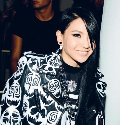 Phong cách gothic pha chút punk rock của Lee Chae-Rin cũng chính là hình ảnh NTK Jeremy Scott muốn hướng đến cho thương hiệu Moschino.