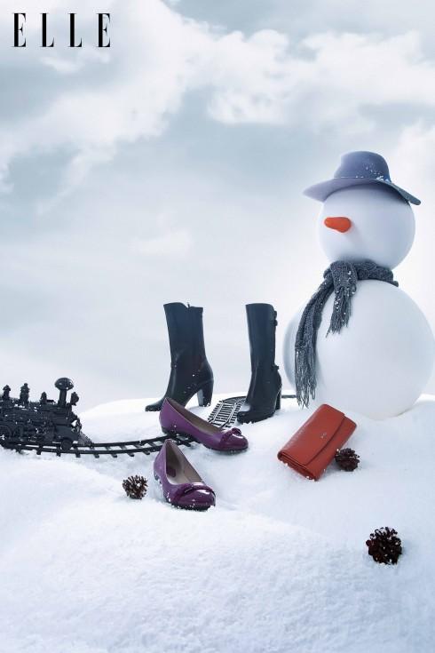 Những đôi bốt với chất liệu da mềm mại sẽ là người bạn đồng hành tuyệt vời cho những chuyến du hành cuối năm thêm phần đáng nhớ.<br/>Bốt đen sang trọng và ví cầm tay Ecco