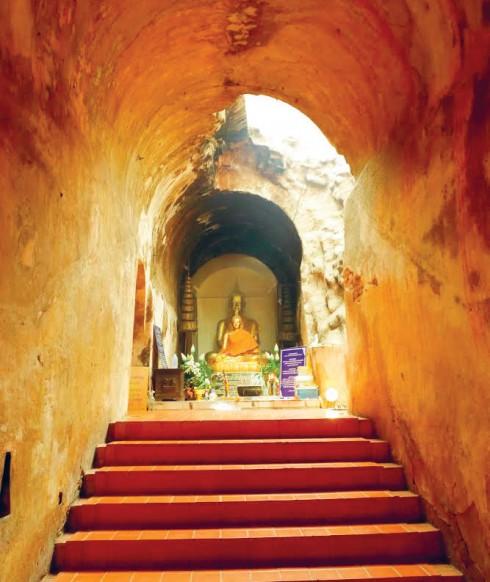 Một trong những sảnh đường tại chùa Wat UMong, nơi các môn sinh tập thiền mỗi ngày cùng các sư thầy.