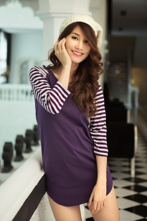 Đầm thun tím, tay raglan kẻ sọc, phong cách tinh nghịch & dễ thương, đang là form dáng đầm được nhiều fan của VINCY yêu thích.