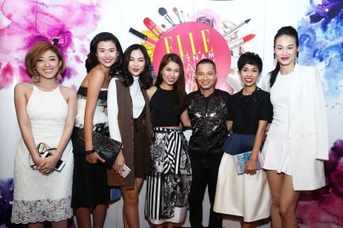 Người mẫu Thiên Trang, Thanh Trúc, Helly Tống cùng BTV Khánh Ngọc, giám đốc Marketing Hà Mi, giám đốc mỹ thuật Dzũng Yoko