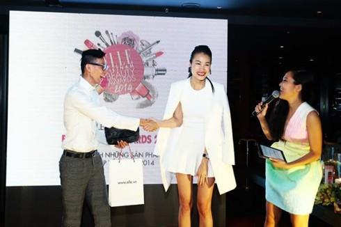 Người mẫu Thanh Trúc rút thăm trúng thưởng