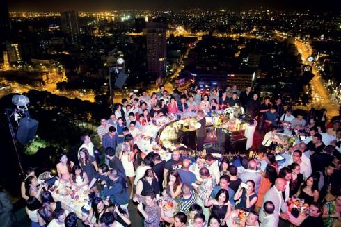 Bữa tiệc sôi động tại Chill Skybar