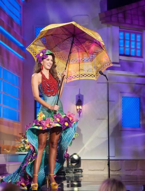 Hoa hậu Colombia trong trang phục dân tộc