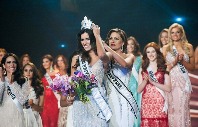 Giây phút đăng quang của tân Hoa hậu Hoàn vũ