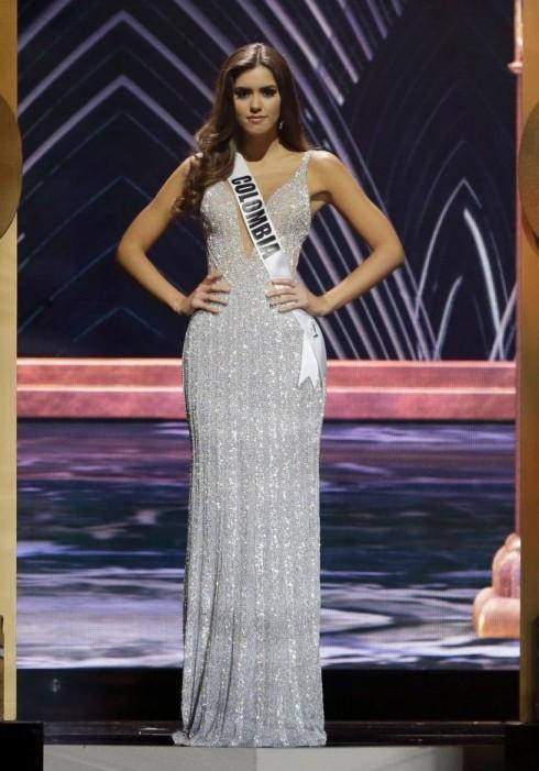 Hoa hậu Comlombia trong phần thi ứng xử