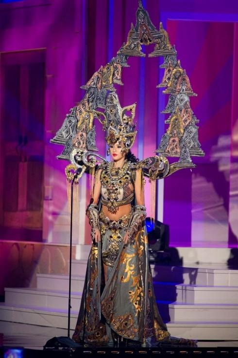 Người đẹp Indonesia thắng giải trang phục dân tộc đẹp nhất