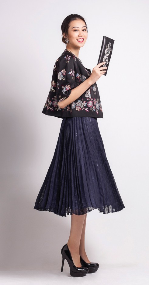 Chân váy Karren Millen, Hoa tai Floral Punk, Clutch Ipanima
