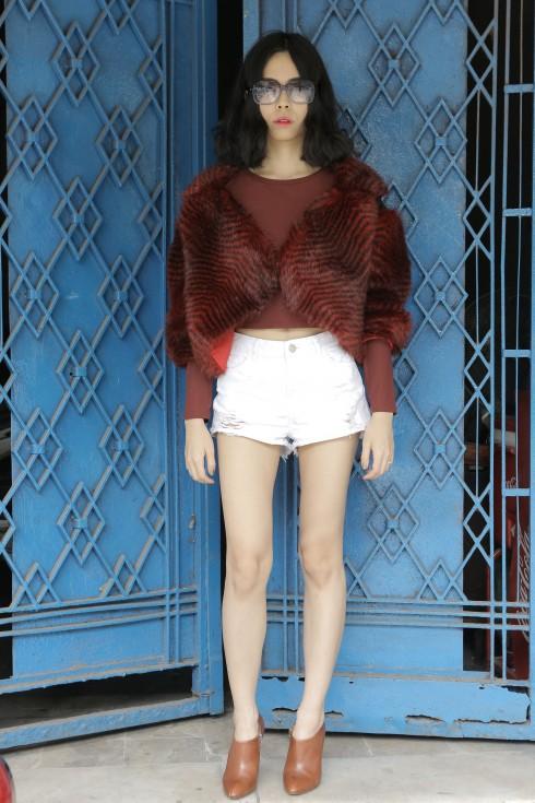 Nhà thiết kế trẻ Nuchsuda thường mặc những trang phục tự mình thiết kế, kết hợp cùng những thương hiệu như Topshop. Riêng đối với phụ kiện, cô đặc biệt yêu thích những chiếc giày bốt cổ thấp của Dries Van Noten và Christian Dior