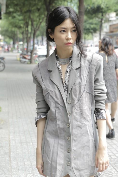 Nhà thiết kế trẻ Nuchsuda trong những mẫu thiết kế do chính cô tạo ra