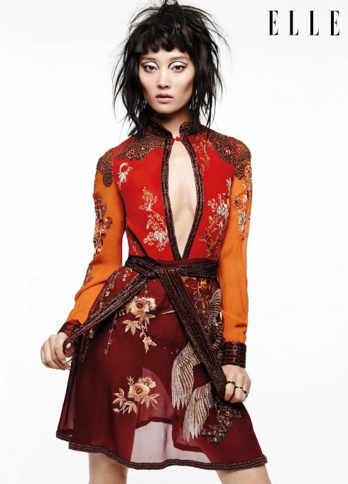 Đầm chiffon Gucci, Vòng tay, Nhẫn vàng Tuleste