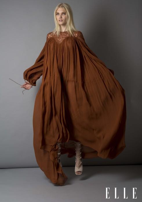 Mẫu váy tha thướt màu nâu với phần ngực phủ ren.<br/>Thiết kế Xuân Hè Spring Fashion 2015 Preview
