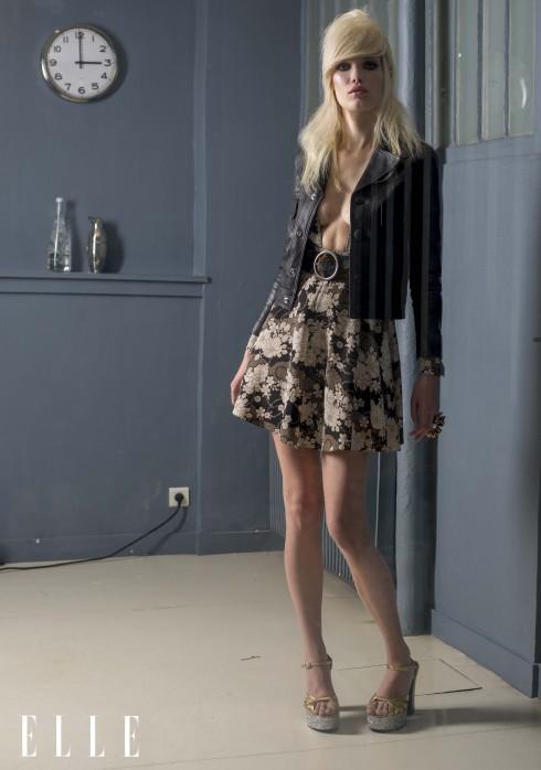 Saint Laurent by Hedi Slimane<br/>Áo khoác chất liệu da, đầm lụa và cotton, thắt lưng da patchwork, nhẫn