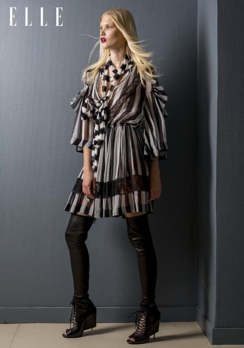 Givenchy by Riccardo Tisci<br/>Đầm sọc đen trắng với chi tiết ren, áo chất liệu jersey, bốt chất liệu da nappa, da lộn và các chi tiết ren
