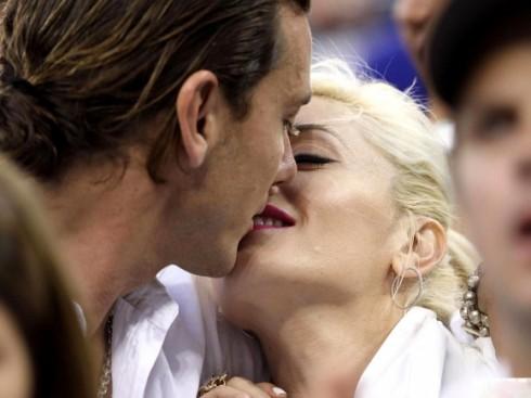 Với Gwen Stefani, chỉ cần một nụ hôn là đã đủ cho Valentine ngọt ngào