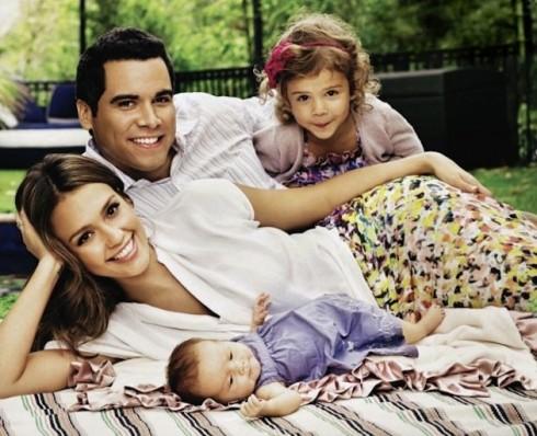 Gia đình Jessica Alba luôn ở bên nhau vào Valentine