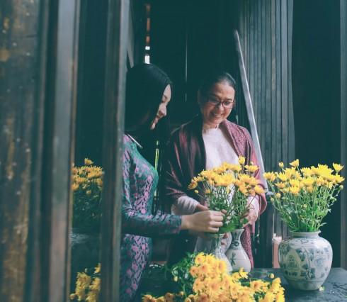 Bội Trân (phải) - Họa sĩ, nhà sưu tầm tranh, sách, tư liệu và các tác phẩm hội họa Việt Nam.