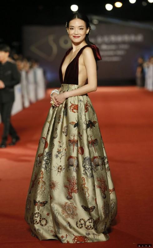 shu-qi-v-robe-valentino-couture-nestandard1
