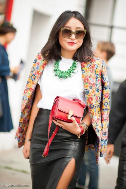 kết hợp quần áo hoa nhiều màu