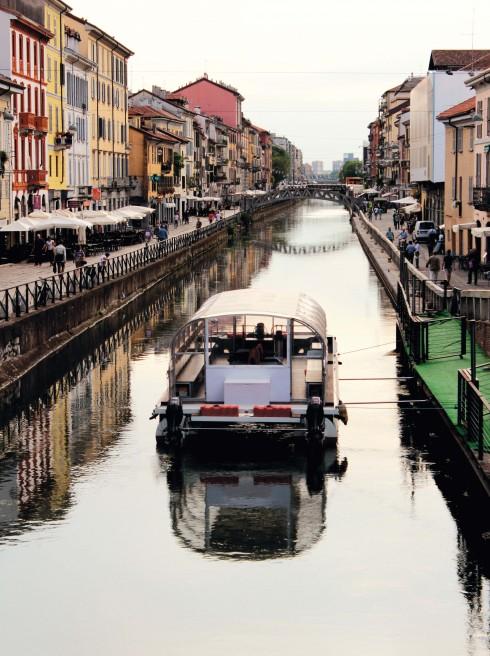 Phố kênh đào êm ả