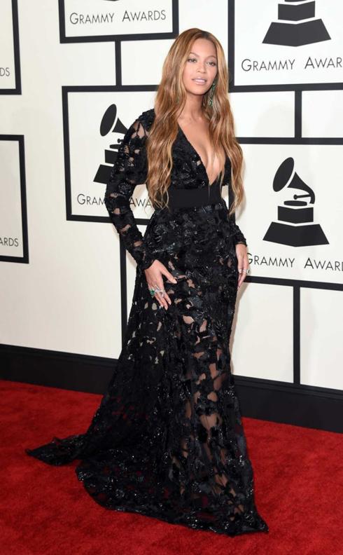 Beyoncé với chiếc đầm Proenza Schouler đen quyến rũ