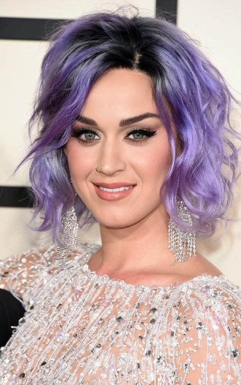Katy Perry xuất hiện nổi bật với mái tóc lob màu tím lavender