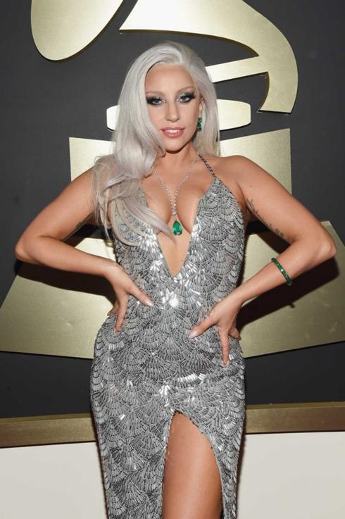 Lady Gaga đã chọn chiếc đầm metallic của Brandon Maxwell