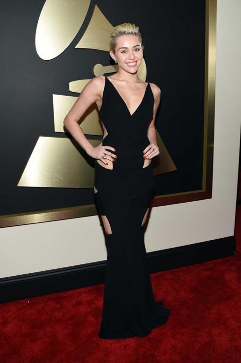 Miley Cyrus chọn đầm đen cut-out tinh tế của Alexandre Vauthier